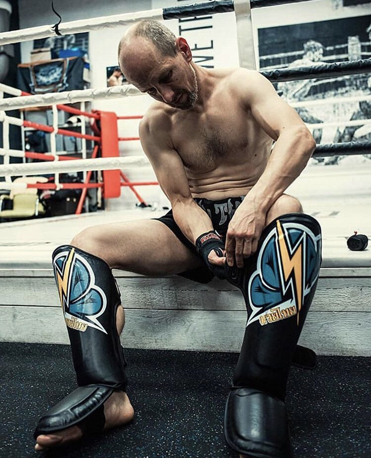 Ochraniacze piszczeli na treningu - MMAniak BLOG