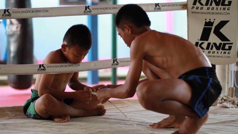 King Pro Boxing - rękawice do Muay Thai, a Top King